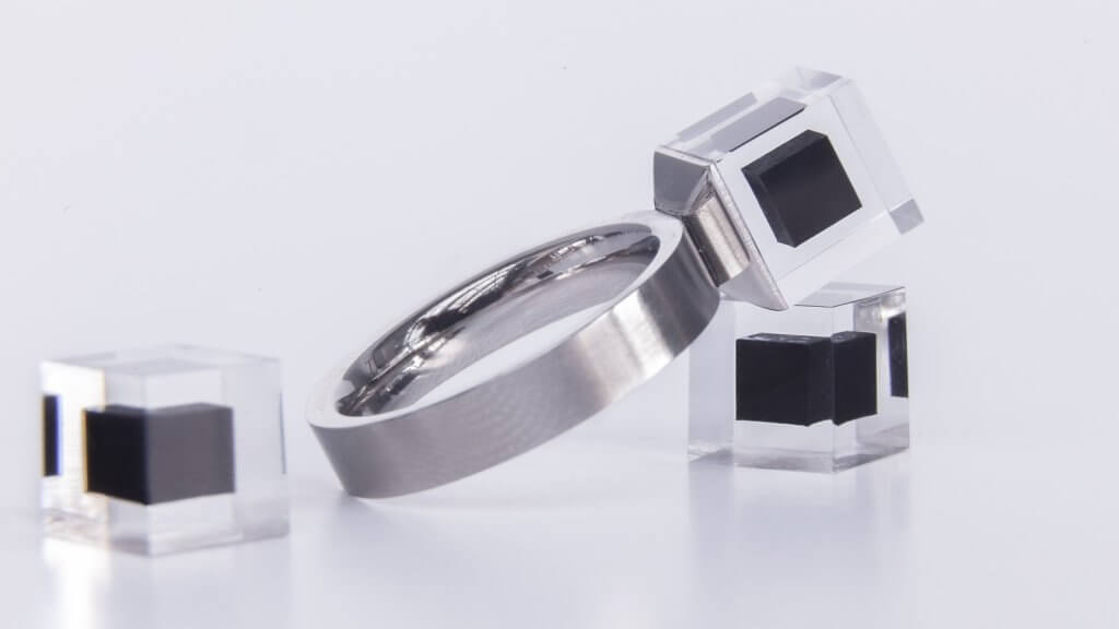 Foto von einem Ring mit dem Smog Free Diamenten